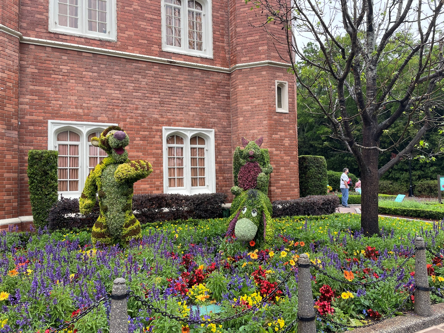 A statue in a garden Description automatically generated with medium confidence